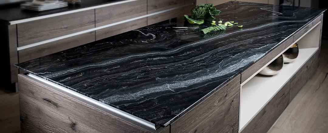 Strasser Küchenarbeitsplatte Black Canyon | Miele Center Rehrl Salzburg