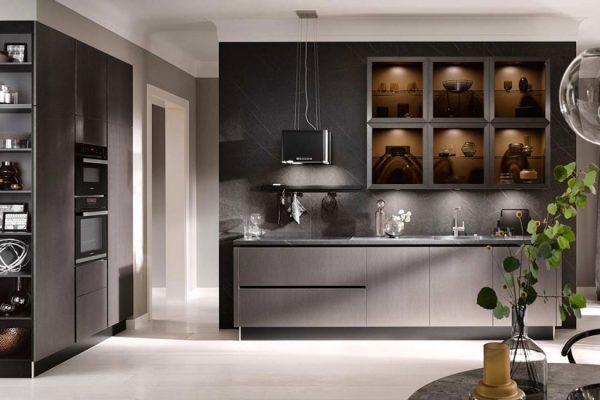 Küchentrends 2020 Häcker Antharazit und Goldlack im Miele Center Rehrl