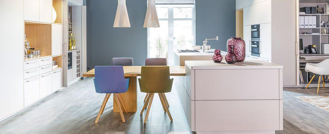 Warendorf Küche Boxes | Kombination aus Eiche, Glas und Lack | Miele Center Rehrl Salzburg