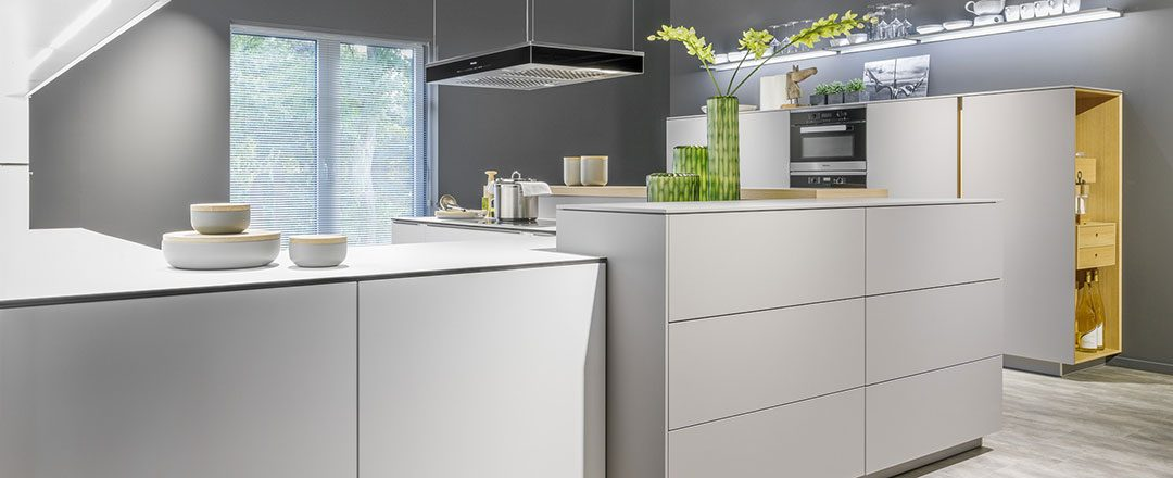 Warendorf Küche Light | Softmatte Fronten und viel Stauraum | Miele Center Rehrl Salzburg